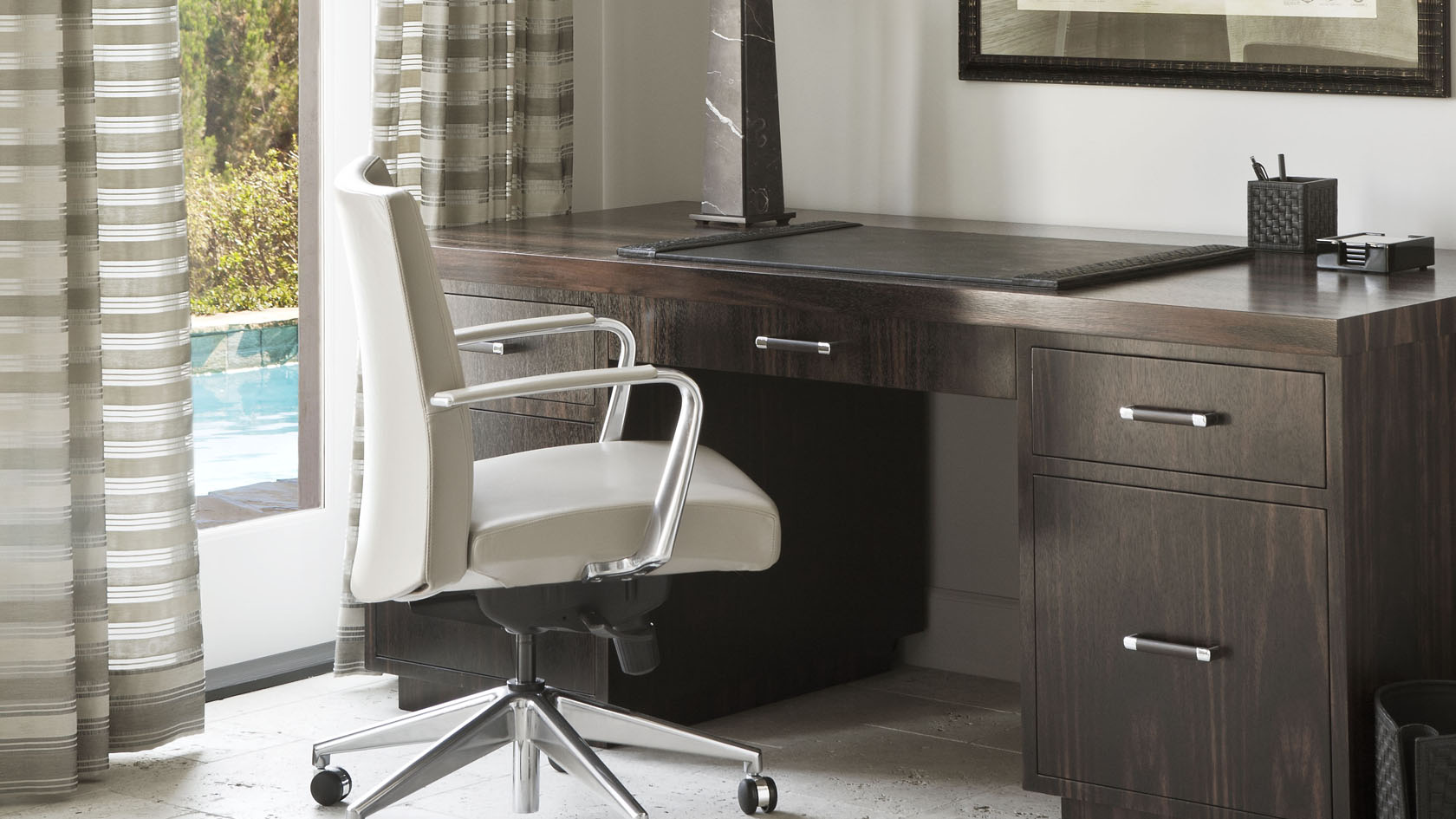 PLUSH HOME Desks